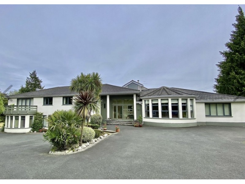 Main Photo of a 7 bedroom  House for sale