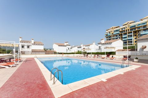 Welcome to Playa de Gandía! This great apartment for 2-4 people, with shared pool, is only 500 metres away from the sea. Less than a 10 minutes walk separates this great apartment from the wonderful beach of Gandía. After enjoying a succulent breakfa...
