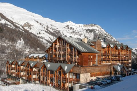 The residence Le Hameau de Valloire has 54 apartments on 5 floors with elevators. It is located 1.5 km from the centre of the resort. VALLOIRE SKI RESORT At the foot of the famous Col du Galibier, Valloire is named