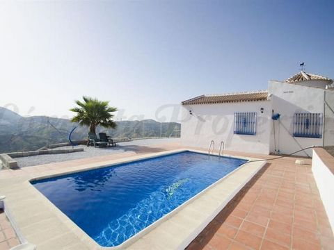 Villa with private swimming pool in a quiet area of the coutryside in Archez. Beautiful views of the mountains and the villages of Archez, Canillas de Albaida and Cómpeta. Living-dining room, kitchen, 3 bedrooms, 1 bathroom. Only available for a maxi...