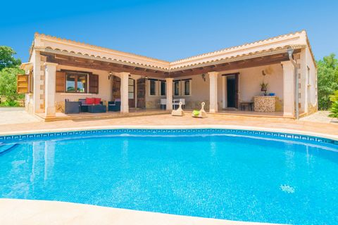 Fantastic mallorcan country house located on the outskirts of Búger, offering a wonderful salt pool and accommodation for 6 guests. Every corner of this property is extraordinary. Just in front of the house you will find a beautiful salt pool that is...