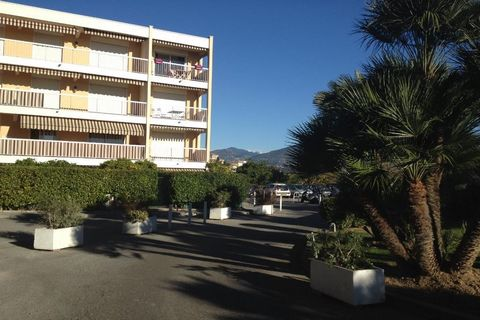 Apartment Stage 2nd, position south west, General condition rénové, Kitchen Separate fitted, Heating Collective, Hot water Collective, Rental Unfurnished, Duration 36 [mois] Bedrooms 1, Bath 1, Toilet 1, Balcony 2, Garage 1 Building Costs rent 750€, ...