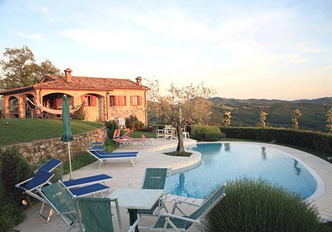 This apartment is part of a rural 13th century country house which has been divided into five luxurious apartments. From the country house, which is situated 600m above sea level, you can enjoy a beautiful view of the Umbrian and Tuscan hills. Guests...