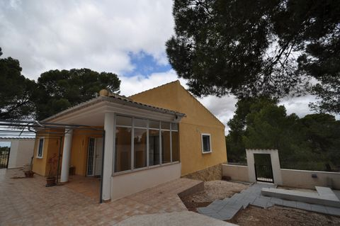 Villa in perfect condition to enter to live + ruins to reform and 60000 square meters of plot. The price of this property, actually consists of two properties.First, a house of 150 square meters, surrounded by ancient pines and nature, in perfect con...