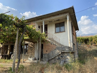 Massive building built of brick and two slabs. The roof is in good condition. The distribution is: First floor: entrance hall and three separate rooms Second floor: entrance hall, two bedrooms and living room Year of construction 1975 Exposure: south...