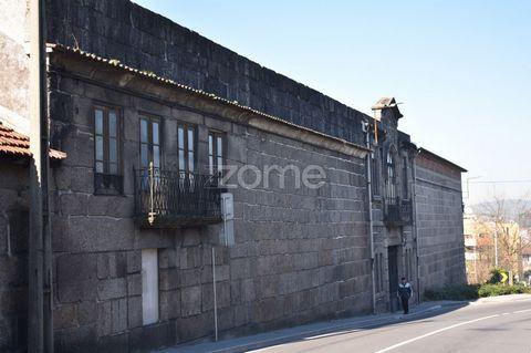 Prédio no centro da cidade de Guimarães para construção habitacional. Este prédio tem uma boa área de construção, excelente localização, ótima exposição solar, com processo a decorrer para licenciamento habitacional. . A localização, é por si só de e...