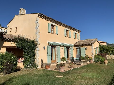 In a quiet and residential area at walking distance (5 min) to the beautiful village of Seillans, you can find this superb villa of 237 m2 with nice views and total privacy. Built in 2001 with high quality materials on two levels, it consists of : an...