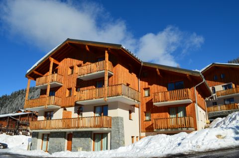 Human-sized village ski resort at 1550m of altitude, Valfréjus, at the heart of Thabor massif, has kept its authentic spirit. Every service is within short distance, accessible by foot: ski-lifts, ski school, shops. Valfréjus offers a ski of high qua...