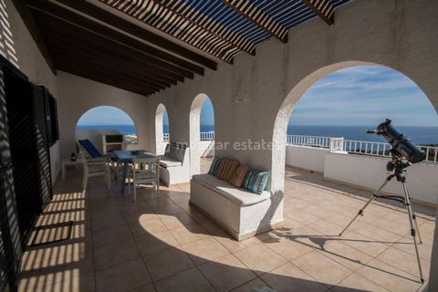 Charming detached villa, recently renovated, with extraordinary views and a massive terrace for sale in La Parata, Mojacar, Almeria, Andalusia. Casa Cumbre, as its name suggests, is perched on a hilltop, commanding fabulous views of the sea and the s...