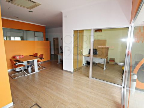 Shopping Shop in Pirescoxe with large areas, composed of: - 1 Entrance hall - 4 cabinets - 2 bathrooms - 1 storage room This store has: Extraction of fumes, air conditioning and floor plugs for office. The filling is included in the final value of th...
