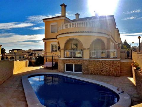 Luxury villa of 350 m2. 2 floors: 5 double bedrooms, 4 bathrooms (2 en suite), equipped kitchen with laundry, large living room with fireplace, storage room, large terrace and garden with canopy, pool, barbecue and space for 3 cars. The house is furn...