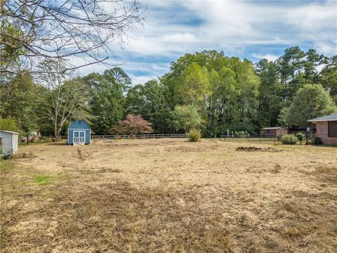 Located in Alpharetta. Rare residential lot in the heart of Alpharetta approx 1/2 acre cleared and ready for your dream home. Great lifestyle living steps from downtown historic district, restaurants, shops, parks and more. Lot dimensions allow for a...