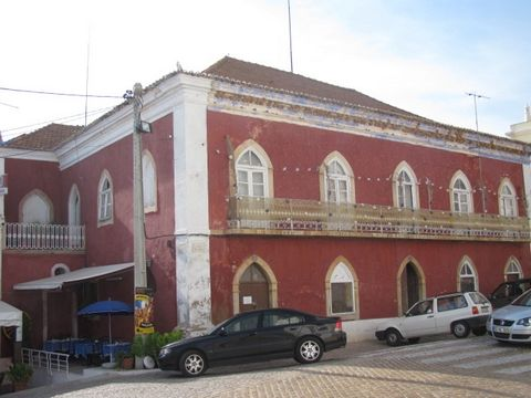 MAGNIFICENT AND ENORMOUS ALMOST 500m2, AROUND 40(!!!) ROOMS HISTORICAL BUILDING RIGHT IN THE HEART OF ALCANTARILHA(BETWEEN ALBUFEIRA AND PORTIMAO), VERY REALISTICALLY PRICED!!!!!!. In 2003 classified as