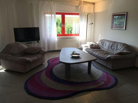 Vollmöbilierte, gemütliche Wohnung im ersten Stock. Optimal zum Entspannen in grüner und ruhiger Lage. Geboten werden zwei Schlafzimmer, ein Bad, eine offene Küche mit Esszimmer, ein Wohnzimmer und eine Abstellkammer. Die Zimmer sind auch jeweils ein...
