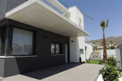 Modern style villas with private parking and built to high standards with the Best quality materials. These Properties are on one level and have 3 bedrooms, 2 bathrooms, American style kitchen, lounge / dinner, gallery, terrace and roof solarium, als...