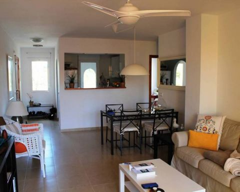 Great apartment set on desirable complex. The complex has supermarket, bars and restraunts just a short walk away. The complex also features 2 pools with one being suitable for young children. There is also a private parking parking space and lift. A...