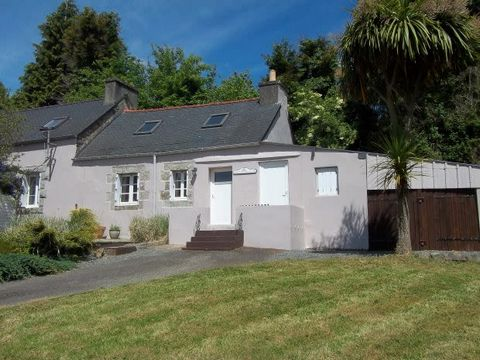 Located in a rural area, this longère has been refurbished inside, ready to move in, it offers a nice habitable space, and it's perfect for a holiday home. The structure is in a good condition. It could also be possible to create 2 dwellings. On the ...