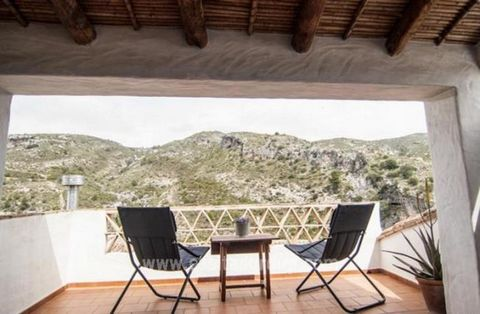 A Splendid Town House which has previously been used as a Casa Rural,( B & B) so spacious enough for lots of uses or a large family home. Located in the popular Vall de la Gallinera a tourist country destination, this property boasts lots of natural ...