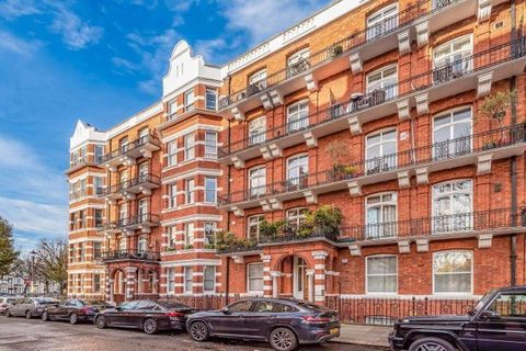A stunning and spacious four-bedroom apartment situated on a highly desirable mansion block building. This property also offers access to beautiful communal gardens.