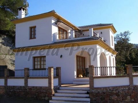 Country property in Comares, 4 bedrooms, 2 bathrooms,a pool and with lovely views.