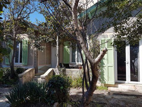 Maison 3 P quartier calme en rez-de-chaussée avec jardin 310 m2 73 m² habitable : Séjour/Salon 21m2, 2 Chambres 10m2, petit Bureau 7m2, Cuisine/Cellier 16m2, salle de bains 4 m², wc. Plus : Grenier aménagé 15m2, Appenti/garage à vélo 5,5 m². Terrasse...