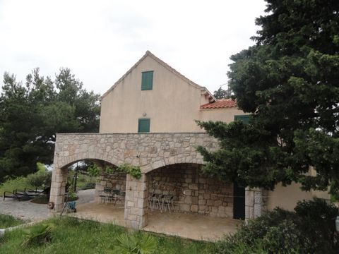 Beautiful 5 Bedroom Villa For Sale in Croatia Euroresales Property ID- 9825526 Property Information: Beautiful villa with lots of land and secured privacy with open to the sea through its land. No houses in the close area and direct exit to the beach...