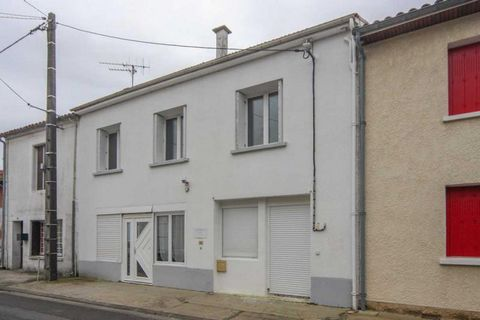 Property Features Bedrooms : 7 Bathrooms : 3 Reception Rooms : 2 Plot (m2) : 437 Habitable area (m2) : 225 Gîte : Yes Outbuildings : Yes State of Repair : Habitable Drainage : Mains drainage Heating system : Oil-fired central heating Taxe foncière (E...