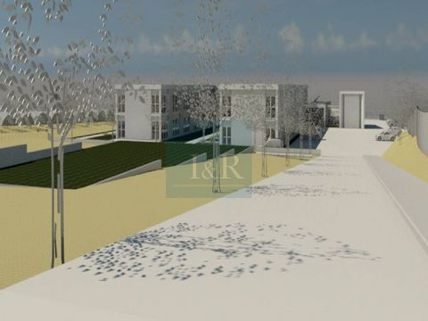 Land with project for 5-star Senior Residence, near Santa Cruz beach, which aims to position itself as a high-quality social equipment, located between the beach and the countryside, just 45 minutes from Lisbon. The architectural project is authorize...