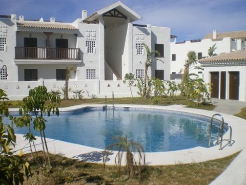 Av. 1 Feb 2010.A lovely ground floor apartment located in Golf & Beach resort in La Alcaidesa. This property has beautiful views and an ample 62 m² garden/patio. There are 2 double bedrooms with 1 bathroom ensuite, a well designed fully furnished ki...