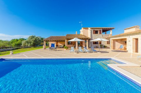 Spectacular villa located in Canyamel, a rustic area belonging to Capdepera. With an impressive house with a dream-like private pool, this is the perfect place for 6 guests to enjoy the peace. The exterior area is amazing thanks to the clear and wond...