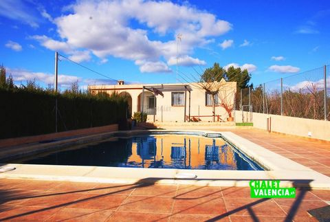 ↓ ↓ ↓ ↓ PHOTOS ↓ ↓ ↓ ↓ Villa with swimming pool just 3 km from the town of Turís, with a plot of 1600m2, with cultivation area, water for irrigation, beautiful swimming pool with filtration pump and housing in perfect condition to move into. Located ...