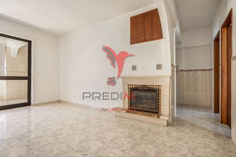 I present you excellent 2 bedroom apartment in very good condition with built-in wardrobes and fireplace. It is an apartment in a 2nd, inserted in building without elevator, which has an area of 77m2 and consists of:- 1 entrance hall- 1 bedroom- 2 be...