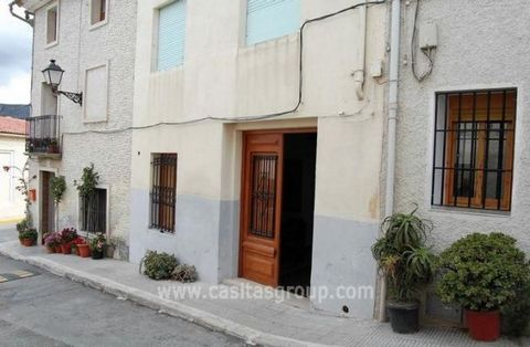 A very special town house in need of some reformation and modernisation. This property is situated in a small town two minutes from Guadalest. The two front doors of this house open into a large open space. There is a roomy lounge/dining area with op...
