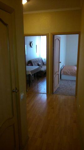 - 2-спальная кровать - диван - шкаф для одежды - шкаф для посуды - телевизор - стиральная машина - холодильник - электро плита - стол большой (кухонный) - столик журнальный - стулья - утюг - сушилка напольная - гладильная доска - ванна - кондиционер ...
