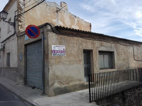 This local is an opportunity to run a business or establish a studio. The commercial property has 45m2 in Pinoso. If you wish to have a look, contact us.We are specialists in the Costa Blanca and Costa Calida specialising in the Alicante and Murcia I...