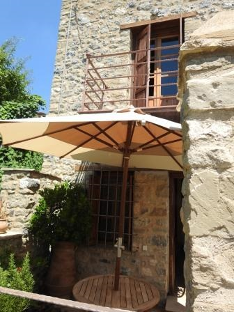 Anatoli This, early twenties house of 66m2, is laid out in 3 levels and marvelously arranged interiorly. Located in a privileged site, just behind the Communal Fountain with running waters, it is an ideal escape for newly weds, romantic couples or a ...
