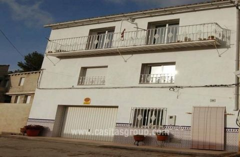 A Traditional Spanish Townhouse in the Albaida area, this new property is finished to a very high and attractive finish. A tranquil setting yet close to a bustling town with mainline station. The property boasts lots of extras and has a garage and st...