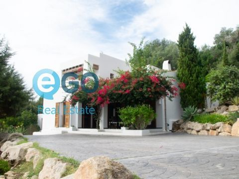 Charming property located in the quiet and familiar town of San Agustín, a few minutes by car from the best beaches in the southwest of our island. It is located on an urban plot of 1,039m2, in a quiet area with little traffic and surrounded by natur...
