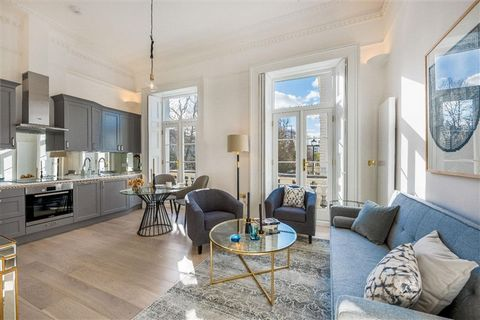 This stunning one double bedroom first floor apartment affords splendid uninterrupted views over the beautiful manicured gardens of Warwick Square and benefits from an abundance of built in storage throughout. The exquisite open plan reception has an...
