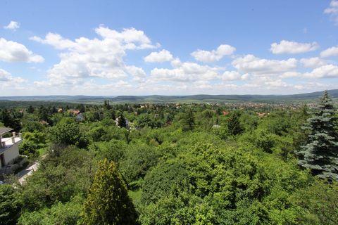 Продётся застроимый участок в размере 1.О12 квадратных (3643 m2) саженей то есть 3.643 квадратных метров на красивейшем месте района Маккошмария г. Будакеси на самой опушке леса принадлежащего к двенадцатому району столицы. Изумительная панорама, кот...