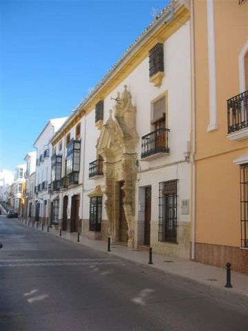 Superb 3 Bedroom Townhouse in Malaga Spain Euroresales Property ID – 9825039 Property information: Unique opportunity to own the major part of a Siglo XIX Palacete, situated in the town of Teba; 40 minutes from Rhonda and one hour from Marbella, in t...