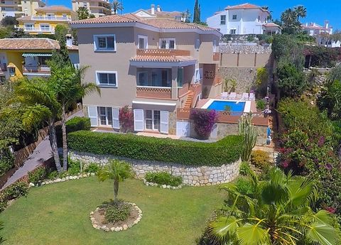 This very spacious house is situated within walking distance of the beach front village of La Cala de Mijas, but is in a nice quiet spot and offers total privacy. The house is of recent construction, and is finished to Scandinavian standards, includi...