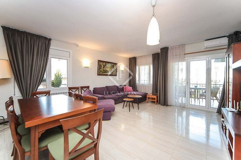 This beautiful apartment has a spacious living room with access to a terrace overlooking the sea. The kitchen-diner is to be renovated soon, before the apartment is delivered. The property has 2 double bedrooms with fitted wardrobes and a bathroom. A...