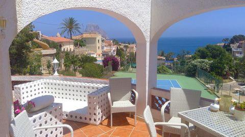 Restaurant à Calpe, avec une vue fantastique sur la mer, à seulement 500 m de la plage. Ce restaurant rustique a une superficie construite de 385 m2, situé sur un vaste terrain de 1006 m2, à seulement 500 m de l'emblématique plage de Puerto Blanco et...