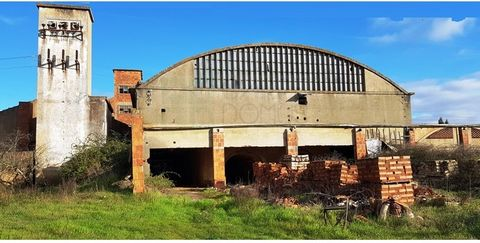 Former pottery factory in Tomar. It has several warehouses, offices, technical areas, large street of accessibility and forest. It offers panoramic views of the horizon. Located in Portela, São Pedro de Tomar. With good access to the A13 and A23 moto...