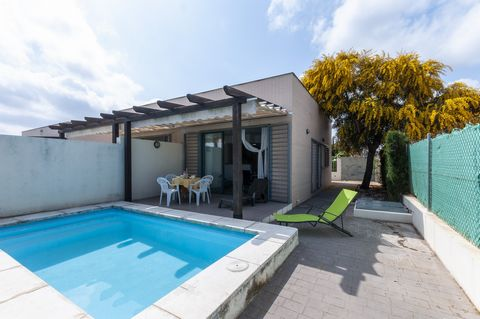 Wonderful house with private pool located in the quiet residential area of Oliva Nova, where 4-5 guests find their vacation place near the sea. The sea is about 250 metres away from this beautiful house so when you wake up in the morning you will hav...
