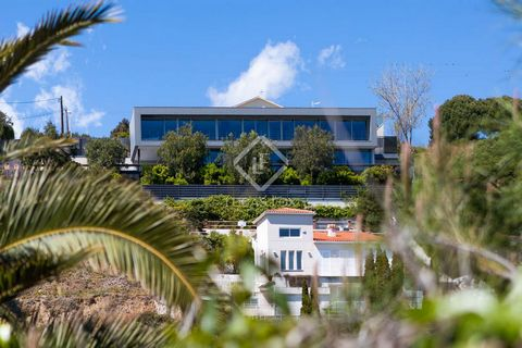 Bright, generously proportioned and endlessly fascinating, this luxury property skilfully uses space and innovative design to create a wonderful home in the hills overlooking the charming wine town of Alella and the sea near Barcelona. Sleek lines an...
