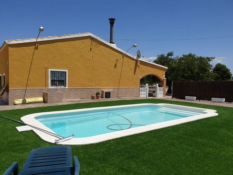 This lovely property is a great opportunity to buy, located only 5 minutes drive to Villena, where you have all your daily needs. This is a typical Spanish house immaculate and ready to move into as it is totally furnished. The house consists of thre...