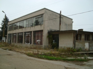 Village of Duskot Veliko Tarnovo region, A detached commercial building, located in a village, located 7 km away from the municipal center Pavlikeni. The building is in the center of the village, massive, monolithic with reinforced concrete structure...