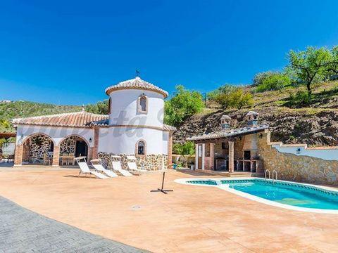 Propiedad en España. 4 habitaciones 2 baños. Terraza.